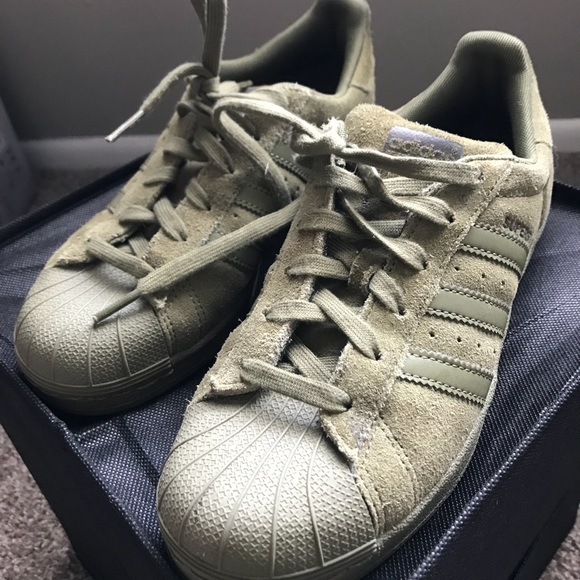 sports shoes 4ec2d 9ec94 Olive green suede Adidas superstars